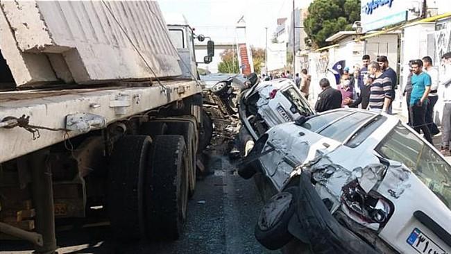 تصادف بزرگراه شهید لشگری برخورد تریلی با شش خودرو